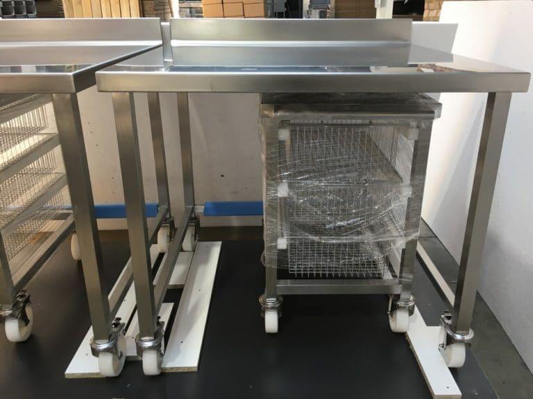Chariot inox et paniers de rangement pour laboratoire médical