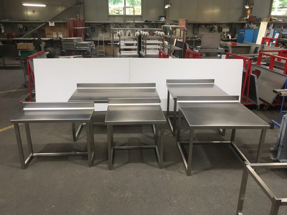 Tables de travail inox pour laboratoire